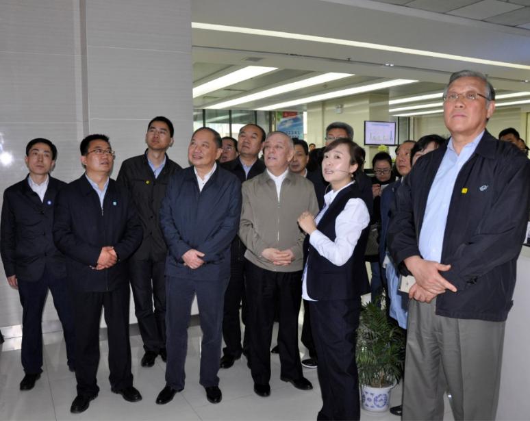 艾力更·依明巴海视察兰州三维数字社会服务管理中心