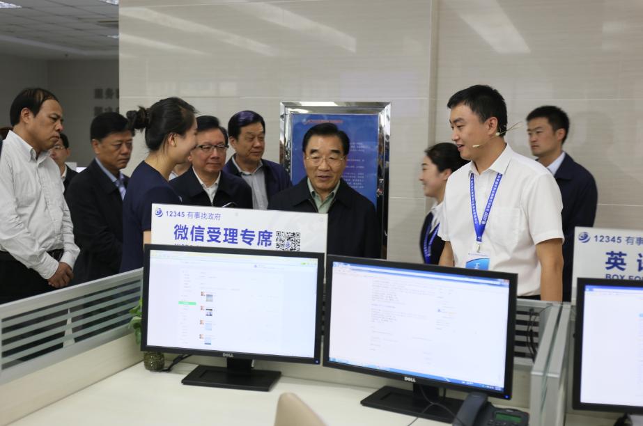 张庆黎视察兰州三维数字社会服务管理中心