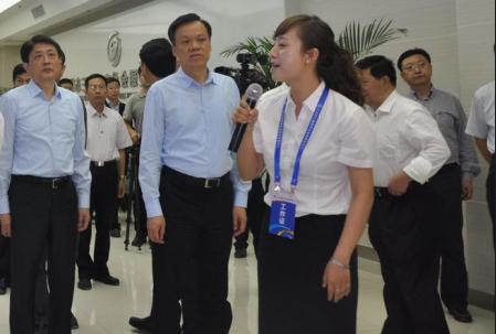 陈敏尔考察三维数字社会服务管理系统应用情况
